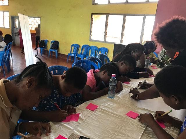 Notre médiatrice Emine Çolak a participé, avec 7 experts internationaux, à une réunion organisée par la Ligue Internationale des Femmes pour la Paix et les Libertés (WILPF) au Cameroun.